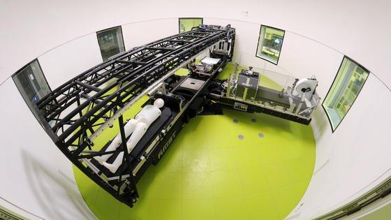 Eine Humanzentrifuge im DLR-Forschungslabor Envihab ermöglicht es, die Wirkung erhöhter Schwerkraft zu erforschen.
