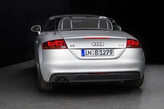 Die Rückleuchten des Audi TT sind mit3-D-OLEDs von Philips ausgestattet.