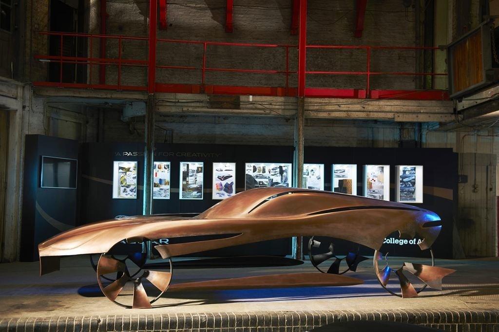 Die britische Autoindustrie hat sich von ihrer Krise erholt. Gerade in der Oberklasse setzen britische Hersteller und Designer Maßstäbe. Im Bild eine Designstudie des Royal College of Art auf Basis eines Jaguar E-Type zur Clerkenwell Design Week im Mai 2013 in London.