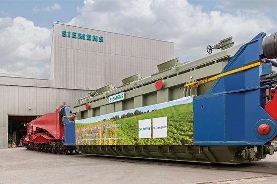 Siemens hat den weltweit ersten Großtransformator mit Pflanzenöl hergestellt. Das Gerät verbindet künftig im Umspannwerk Bruchsal-Kändelweg bei Karlsruhe die 380-kV-Höchstspannungsebene mit dem 110-kV-Netz.
