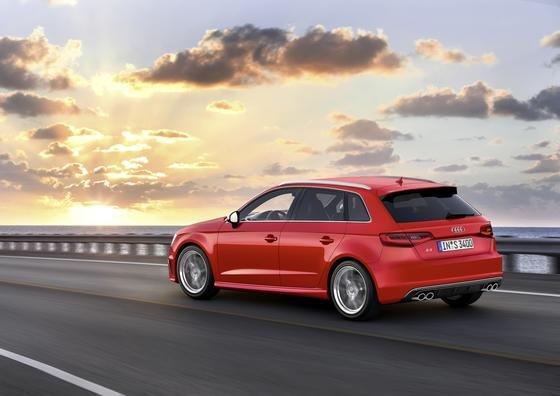 Audi startet mit dem S3 Sportback ins schnelle Internetzeitalter: Bis zu 100 Megabit pro Sekunde bietet die neue, allerdings nicht ganz preiswerte LTE-Technik im S3.