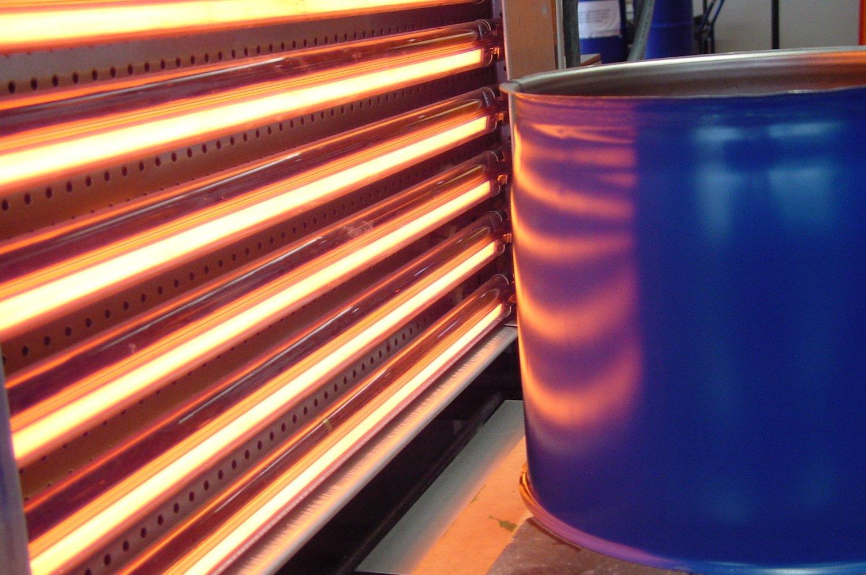 Bei der Trocknung von Lacken durch Infrarot entsteht die Wärme erst im Objekt. Das erlaubt auch geschlossene Systeme und schützt den Lack etwa vor Verschmutzungen.