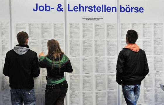 Wer den Arbeitsplatz wechseln will oder den Einstieg in den Beruf sucht, hat viele Frage. Die beantworten Personalexperten am Karrieretelefon der VDI nachrichten am 1. August.