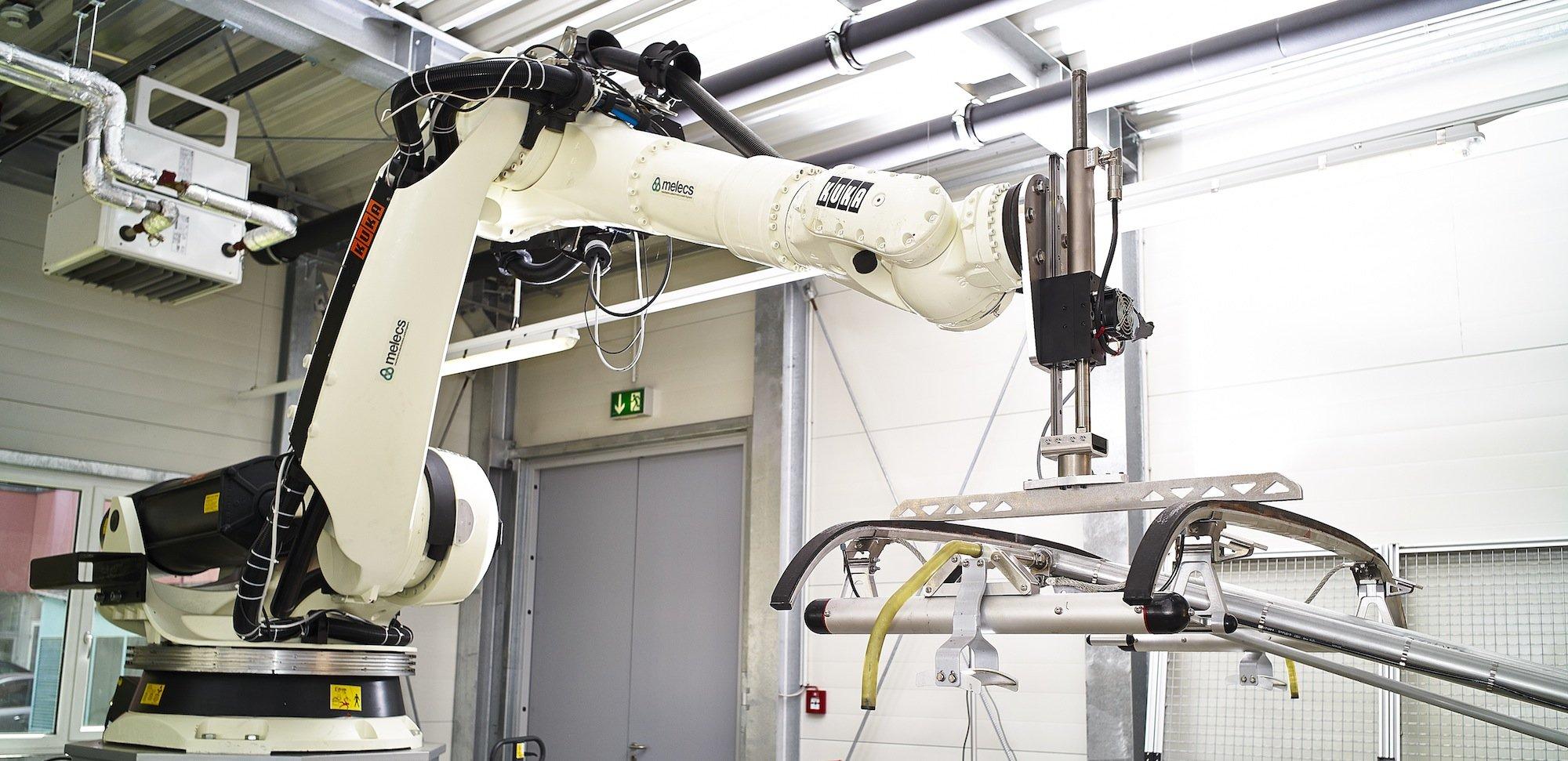 An der TU Wien entwickeln Ingenieure gemeinsam mit der Firma Melecs neue Stromabnehmer für Hochgeschwindigkeitszüge.