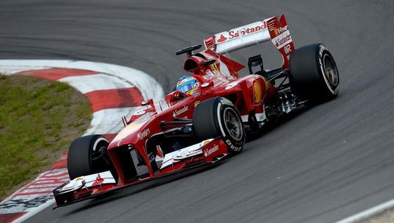 Ferrari will offenbar neben der Formel 1 künftig auch in der Rennserie Le Mans starten. Dabei will der Rennstall die Motoren aus der Formel 1 nutzen. Im Bild: Ferrari-Pilot Fernando Alonso im Juni auf dem Nürburgring in der Eifel.