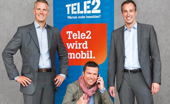 Der Fußballer Lothar Matthäus (u.) wirbt für Tele2: Das Telefon-Unternehmen kommuniziert auch mit seinem Kunden unkompliziert. Zusammen mit Vodafone hat das Unternehmen die verständlichsten Texte, so eine Analyse der Universität Hohenheim.