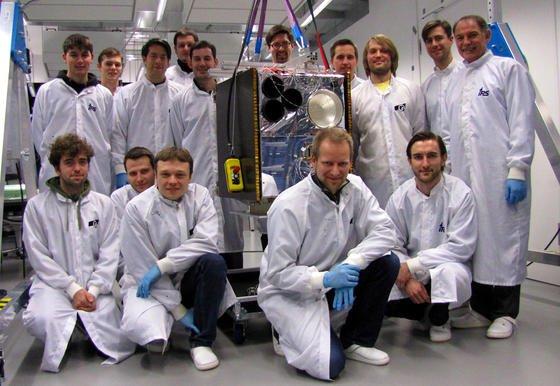"""Ein Laptop der Superlative für den Einsatz im All haben die Forscher der Universität Stuttgart entwickelt. Das """"Flying Laptop"""" soll 2014 ins Weltall starten."""