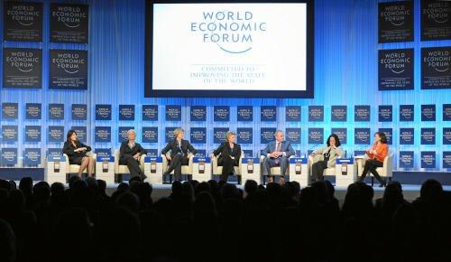 Die Eliten haben ein eigenes Bild von Problemen und Ursachen in der Welt, so eine aktuelle Umfrage des Wissenschaftszentrum Berlin für Sozialforschung (WZB). So meinen Manager, dass die Politik die Verantwortung für die Weltfinanzkrise trägt und nicht Finanzmärkte und Unternehmen. Im Bild: Eine Diskussion auf dem Weltwirtschaftsforum in Davos 2013.