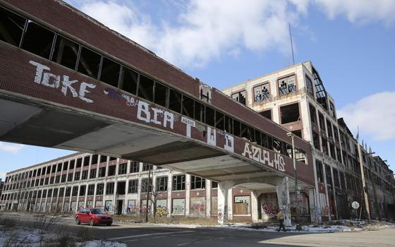 Detroit hat Insolvenz angemeldet: Die Stadt leidet unter dem Niedergang der Autoindustrie – im Bild die Ruine des Packard-Autowerkes. Doch auch andere Städte in den USA leiden unter milliardenschweren Pensionslasten, die oft aus den laufenden Haushalten nicht mehr bezahlt werden können.