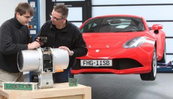 E-Fahrzeugmanufaktur am Fraunhofer-Forschungszentrum für elektrische Fahrzeugantriebe.