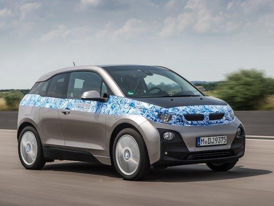 Der BMW i3 – seine Entwickler halten ihn für das Elektroauto der Zukunft. Das erste vollelektrische Serienfahrzeug der BMW Group soll im November 2013 für knappe 35000 € auf dem deutschen Markt zu haben sein.