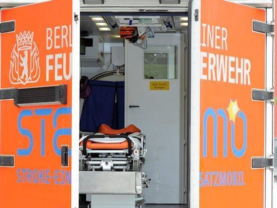 """Das Stroke-Einsatz-Mobil """"Stemo"""" ist dieweltweit erste rollende Miniklinik für Schlaganfallpatienten.Im Schnitt 25 Minuten früher als sonst wurden die etwa 200 Schlaganfallpatienten während des zweijährigen Testbetriebs im Berliner Rettungswagen behandelt."""