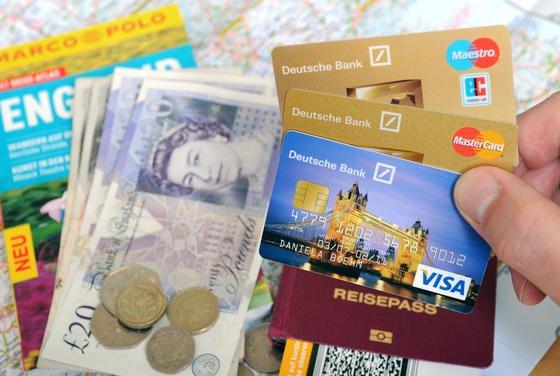 Damit der Urlaub auch zur schönsten Zeit des Jahres wird, sollte man einige Regeln im Umgang mit Zahlungsmitteln beachten.