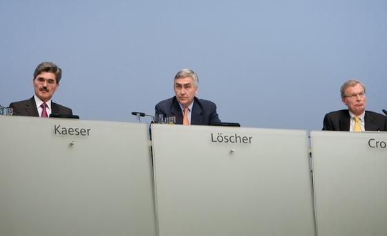 Damals noch vereint: Siemens-Finanzvorstand Joe Kaeser (l.), Vorstandschef Peter Löscher (m.) und Aufsichtsratschef Gerhard Cromme auf der Siemens-Hauptversammlung 2009.