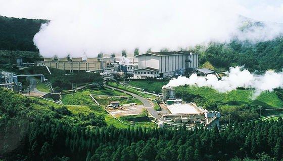 Eines von 17 Erdwärmekraftwerken in Japan: Das Hatchobaru Power Plant der Kyushu Electric Power hat eine Gesamtleistung von 55 MW.