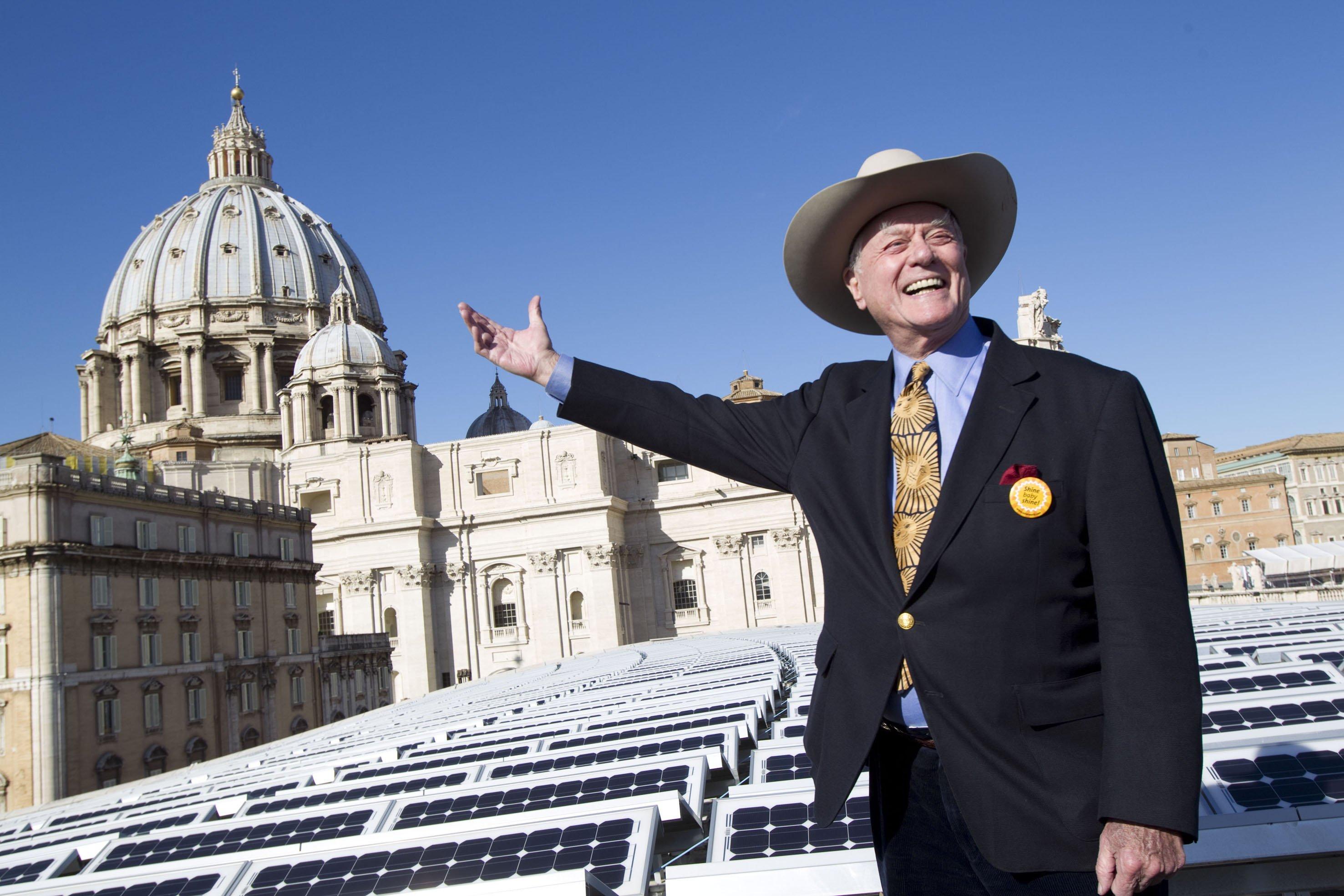 Das war noch Zeiten, als Solarworld der Liebling der Aktionäre war: Das Unternehmen schenkte dem Vatikan 2010 eine Solaranlage und engagierte Dallas-Star Larry Hagman für einen Werbespot, der vor allem in den USA Verbraucher für die Module der Solarworld gewinnen sollte.