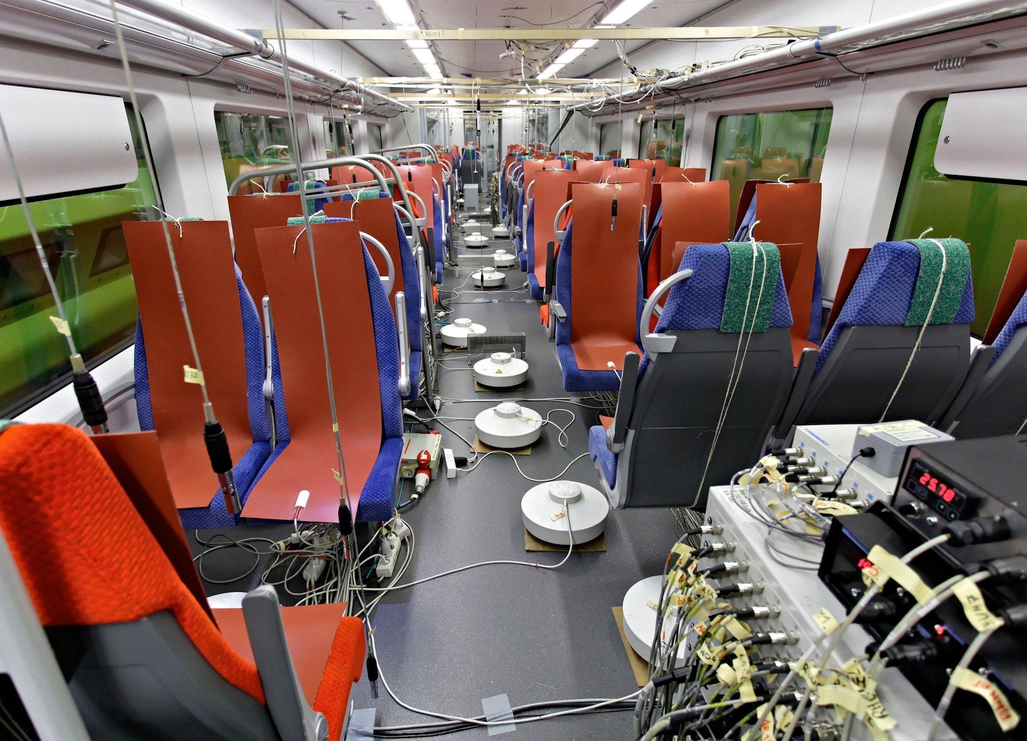 Die neue EcoTram von Siemens kühlt oder wärmt den Innenraum immer nur so viel wie nötig. Sind wenige Passagiere an Bord, wird die Klimatechnik runtergeregelt. Die Technik wurde in aufwändigen Tests überprüft und fortentwickelt.