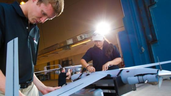 """Der """"Scan Eagle"""", eine Entwicklung der Boeing Tochtergesellschaft Insitu, wird gecheckt."""
