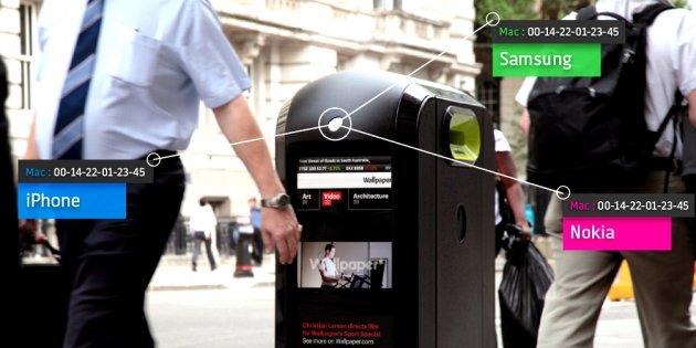 Die Mülleimer der Firma Renew erkennen anhand der MAC-Adresse das Mobilfunkgerät des gerade vorbeispazierenden Passanten. Das gibt Renew die Möglichkeit, individualisierte Werbung für Smartphone-Träger auf den Mülltonnen abzuspielen.