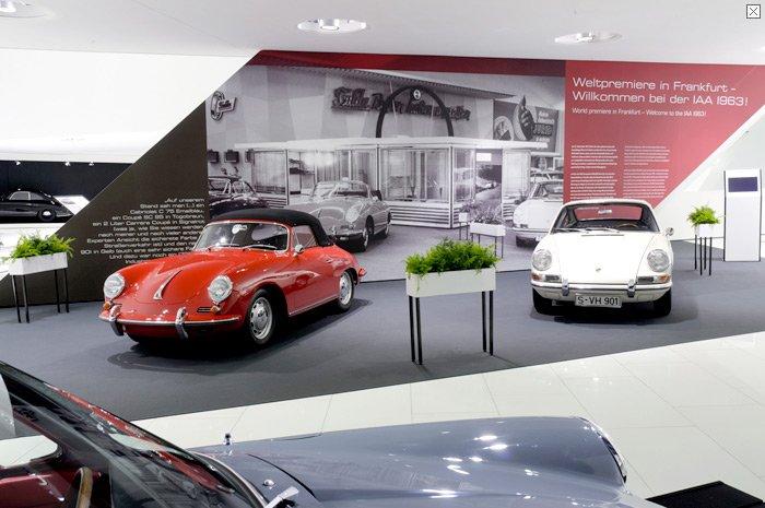 Porsche zeigt in seiner Jubiläumsausstellung auch den ersten 911er. Die IAA-Besucher reagierten 1963 verhalten auf das