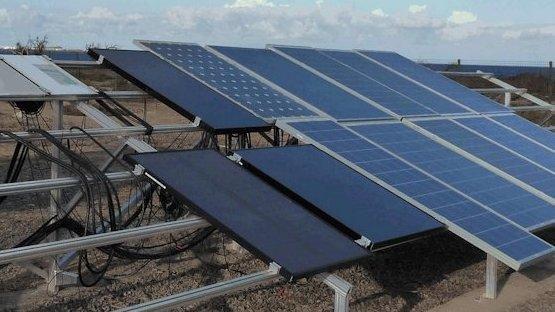 Freiland-Modulteststand des Fraunhofer-Instituts für Solare Energiesysteme (ISE): Die Anlage in Pozo Izquierdo auf Gran Canaria ist eine von mehreren, die das ISE unterhält, um relevante Daten zum Langzeitverhalten von Photovoltaikanlagen in verschiedenen klimatischen Regionen zu gewinnen.