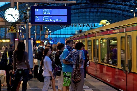 S-Bahnsteig im Berliner Hauptbahnhof: Ab 2017 werden voraussichtlich ein Drittel allerS-Bahn-Strecken in Berlin von privatwirtschaftlichen Unternehmen betrieben werden.