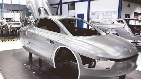 Ein echtes Leichtgewichte: Das 1-Liter-Auto XL1 von VW wiegt gerade einmal 795 Kilogramm.