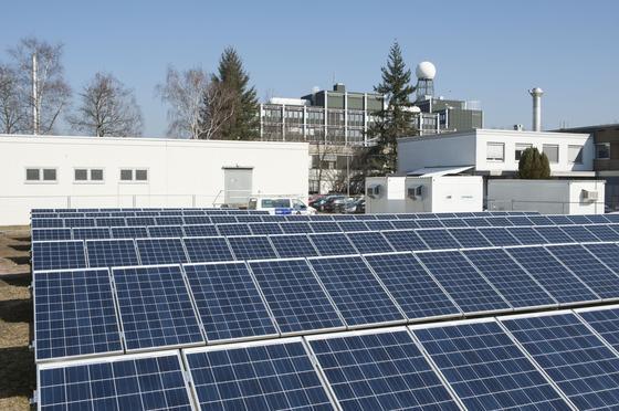 Der Strom aus der Photovoltaikanlage wird zu 100 Prozent im eigenen Netz des KIT verbraucht.