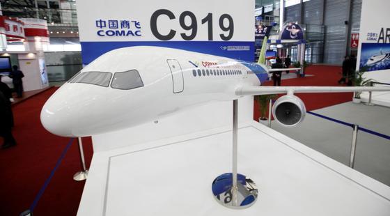 COMAC präsentierte 2009 ein Modell des Jets C919 auf der Messe China International Industry Fair in Shanghai.