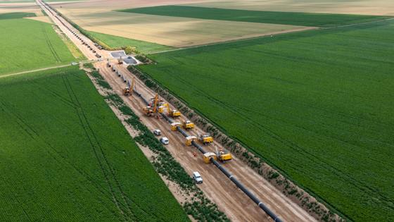 """Im Rahmen des Pipeline-Projekts """"Haute de France II"""" verlegt das deutsche Unternehmen Streicher knapp 52 Kilometer Erdgasleitung in Nordfrankreich."""