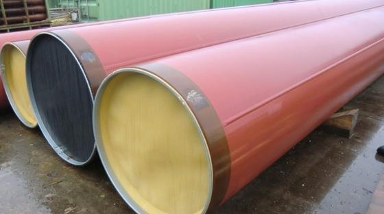 Stählerne Rohre für Gas- und Ölpipelines werden manchmal mit Dellen angeliefert.