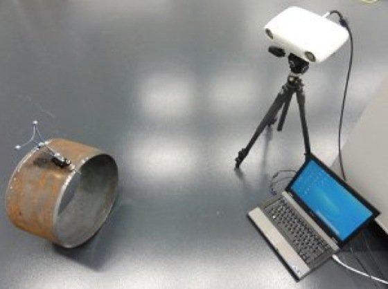 Mobiles optisches Messsystem, um die Rundheit von Stahlrohren zu prüfen.