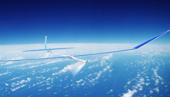 Das solarbetriebene 15,5 Meter lange Flugzeug Solara50 wird für die Wetterbeobachtung eingesetzt. Es verfügt über ein eingebautes Radar-System sowie ein Video-System mit hoher Bildauflösung.