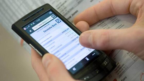 Nicht alle Websites sind schon perfekt angepasst an die kleinen Bildschirmdiagonalen von Smartphones, so das Urteil von Nutzern.