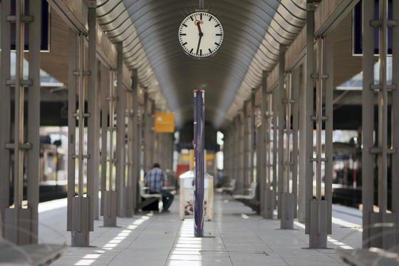 Täglich fahren 104 Fernzüge und 311 Nahverkehrszüge den Hauptbahnhof Mainz an. Rund 60.000 Reisende nutze den Bahnhof täglich. Wegen fehlender Fahrdienstleister war der Bahnverkehr im Mainzer Hauptbahnhof mindestens bis Ende August stark eingeschränkt.