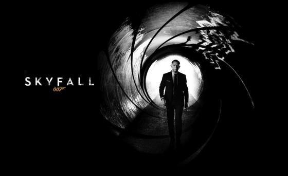 Ein besonders schwerer Dreh: James Bond alias Daniel Craig geht auf die Kamera zu, kommt als schwarze Kontur aus extremer Unschärfe einen schummrigen Flur entlang. Wenn solche Drehs misslingen, lässt sich dank einer neuen Kamera-Technologie aus Erlangen so etwas reparieren.