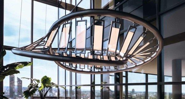 """Mit der Designerleuchte """"Rollercoaster"""" demonstriert Osram die Industriereife transparenter OLED. In Serie gehen die """"leuchtenden Glasscheiben"""" voraussichtlich 2014."""