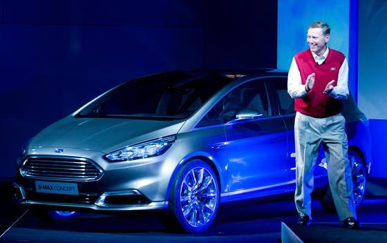 Ford-Chef Alan Mulally präsentierte inBerlin auf der Funkausstellung IFA einen über und über vernetzten Ford S-Max.