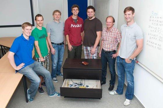 Medieninformatiker der Universität Ulm haben eine Technik entwickelt, durch die man verlorene Gegenstände wiederfinden kann, die vorher mit einem Chip ausgestattet wurden. Die Suchanfrage erfolgt unkompliziert über das Internet.