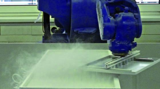 Das vom Fraunhofer IPA in Zusammenarbeit mit der Universität Stuttgart entwickelte TransApp®-Pulverbeschichtungsverfahren arbeitet ohne Sprühpistolen. Die dadurch extrem kompakten und schnellen Anlagen eignen sich ideal für die fertigungsintegrierte Beschichtung, zudem sind sie äußerst energieeffizient.