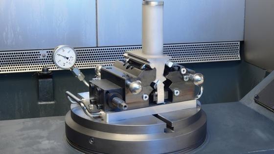 Bereits entwickelt wurde ein selbstausrichtendes Spannsystem für Gasturbinenschaufeln.