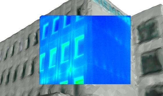 Siemens hat eine neue Technologie zum Erfassen von Energieverlusten an großen Gebäuden oder ganzen Stadtvierteln vorgestellt. Die Bildverarbeitungstechnik arbeitet mit Fotos, die mit einer Kameradrohne aufgenommen werden. Die Software erstellt aus den Daten ein dreidimensionales Modell und macht darauf Wärmestrahlung, Flüssigkeits- und Gasverluste, schlechte Dämmung und Durchfeuchtung sichtbar. Beim Bau des Wiener Stadtteils Seestadt Aspern kommt die Technik bereits zum Einsatz.