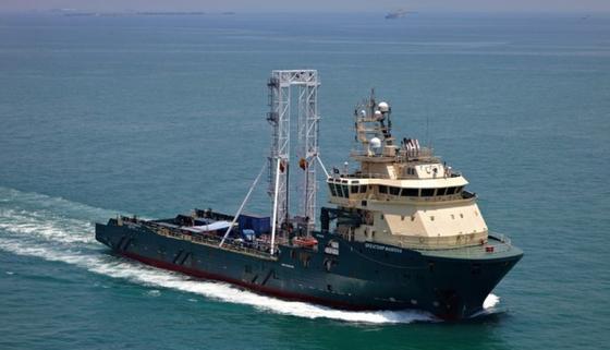 """Das 94 Meter lange Bohrschiff """"Greatship Manisha"""" ist mittlerweile auf dem Weg zur ersten Bohrstelle im Gebiet des Kleinen Belts, eine Meerenge, die das Kattegat und die Ostsee verbindet."""
