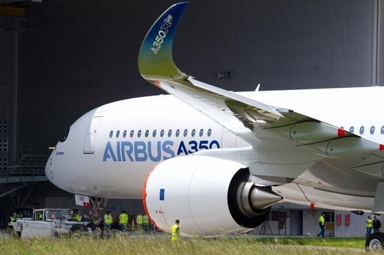 Airbus A 350 in Toulouse: Bei 600 bestellten Maschinen des A 350 bleiben bei der Herstellung der teilweise sehr großen Bauteile rund 100 000 Tonnen Abfall in Form von Titanspänen zurück, das sind 90 Prozent des Ausgangsmaterials. Der Neuwert des Materials: drei Milliarden Euro.