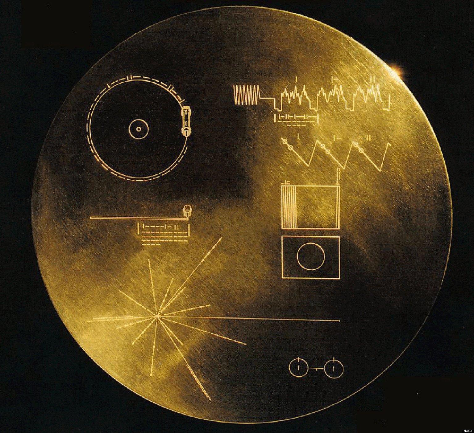 Die Raumsonde Voyager 1 hat einen Plattenspieler und eine vergoldete Schallplatte mit Liedern von der Erde an Bord.