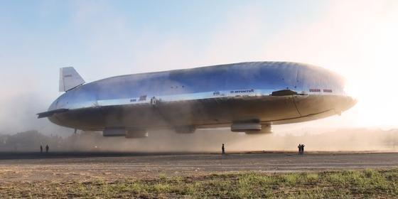 Beeindruckend: Das Luftschiff Dragon Dream beim Abheben.