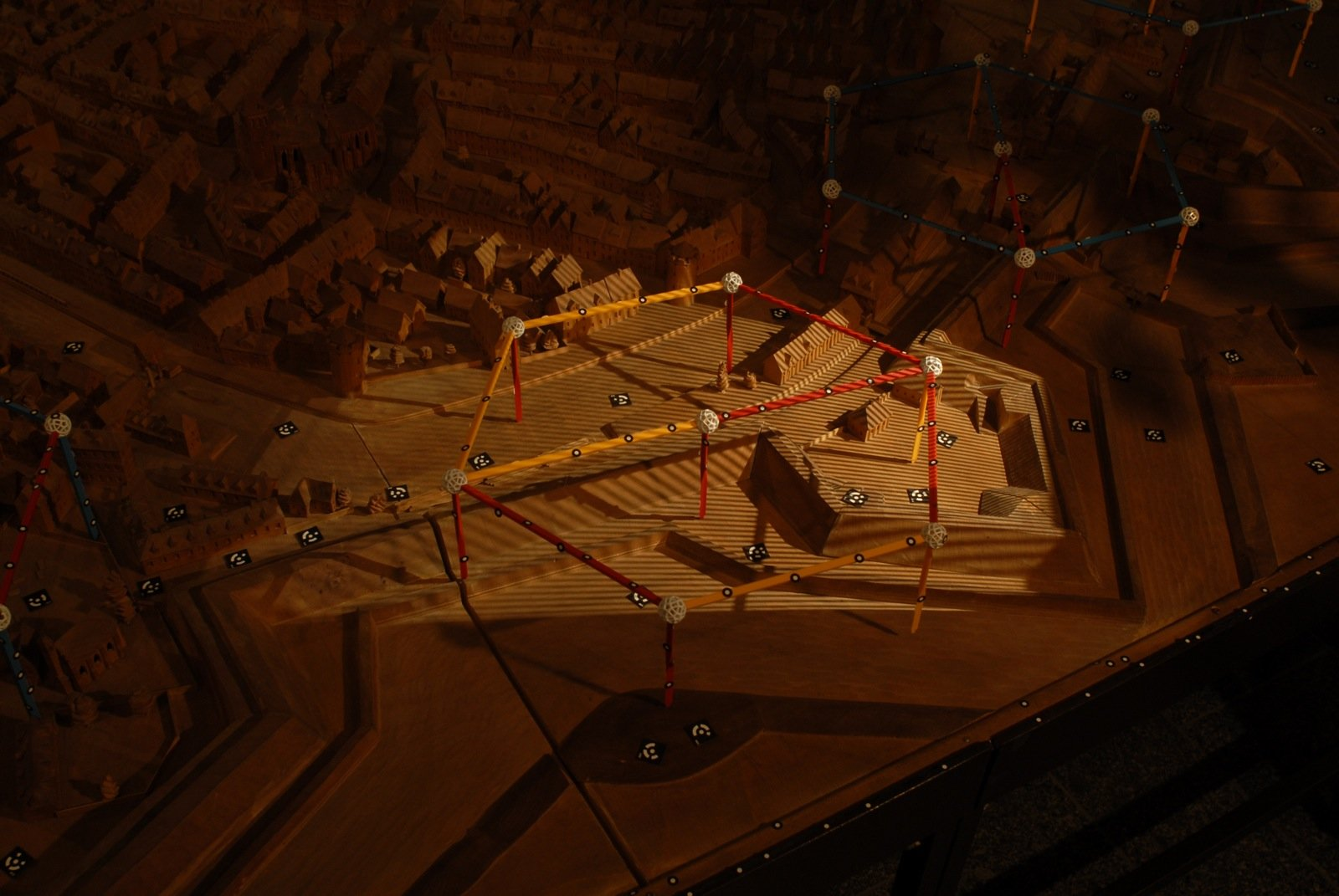 Wissenschaftler der TU Berlin machen 3D-Scans historischer Berliner Stadtmodelle. Diese wollen sie schließlich für das Stadtmuseum Berlin zu interaktiven 3D-Projektionen zusammensetzen.
