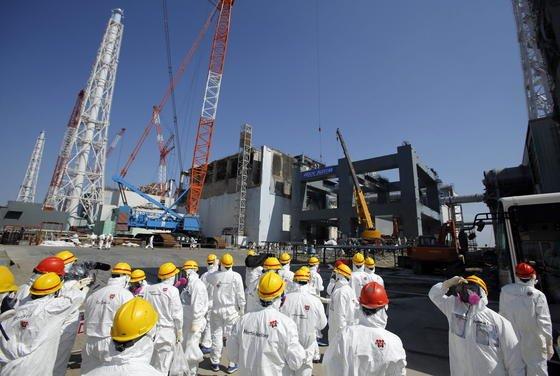 Alles unter Kontrolle, behauptet Japans Premier Abe. Dennoch nahm das Land jetzt den letzten Atomreaktor vom Netz. Alle Meiler werden einer Sicherheitsüberprüfung unterzogen. Frühesten Anfang 2014 sollen die ersten Atomkraftwerke in Japan wieder ans Netz gehen.