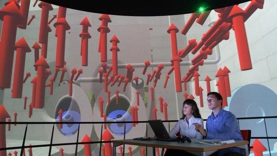 In der virtuellen Realität können Ingenieure von Kraftwerken erkennen, welche Strömungsbewegungen im Inneren der Anlage zu erwarten sind. Möglich wird dies durch die Koppelung einer 3D-Anlagenkonstruktion mit einem Virtual Reality Programm.
