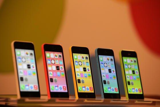 Das neue Betriebssystem iOS 7 läuft vor allem auf neuen Apple-Geräten wie dem iPhone 5C und 5S sowie auf den iPhones der vierten Generation. Allerdings stockt der Download: Die Nachfrage nach dem kostenlosen Download ist so hoch, dass die Server überlastet sind.